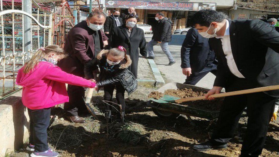 İkizdere'de ''Bahçeler Toprak Olsun, Gençler Yeşile Doysun''